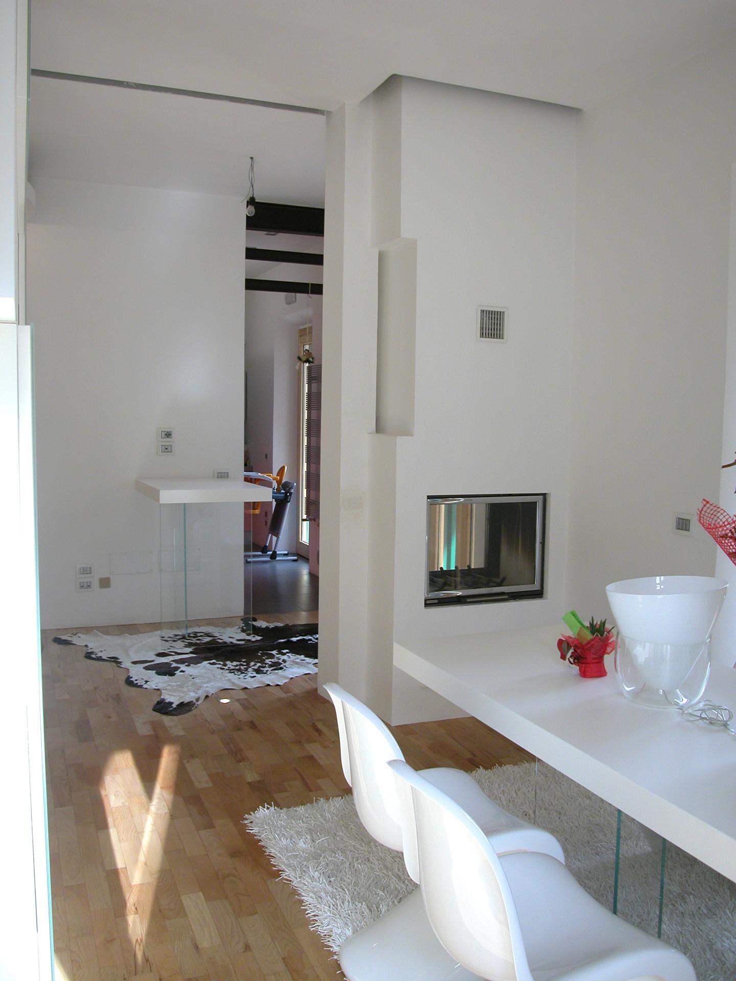 Mobili di design a casa di raffaele e benedetta una for Outlet di mobili di design