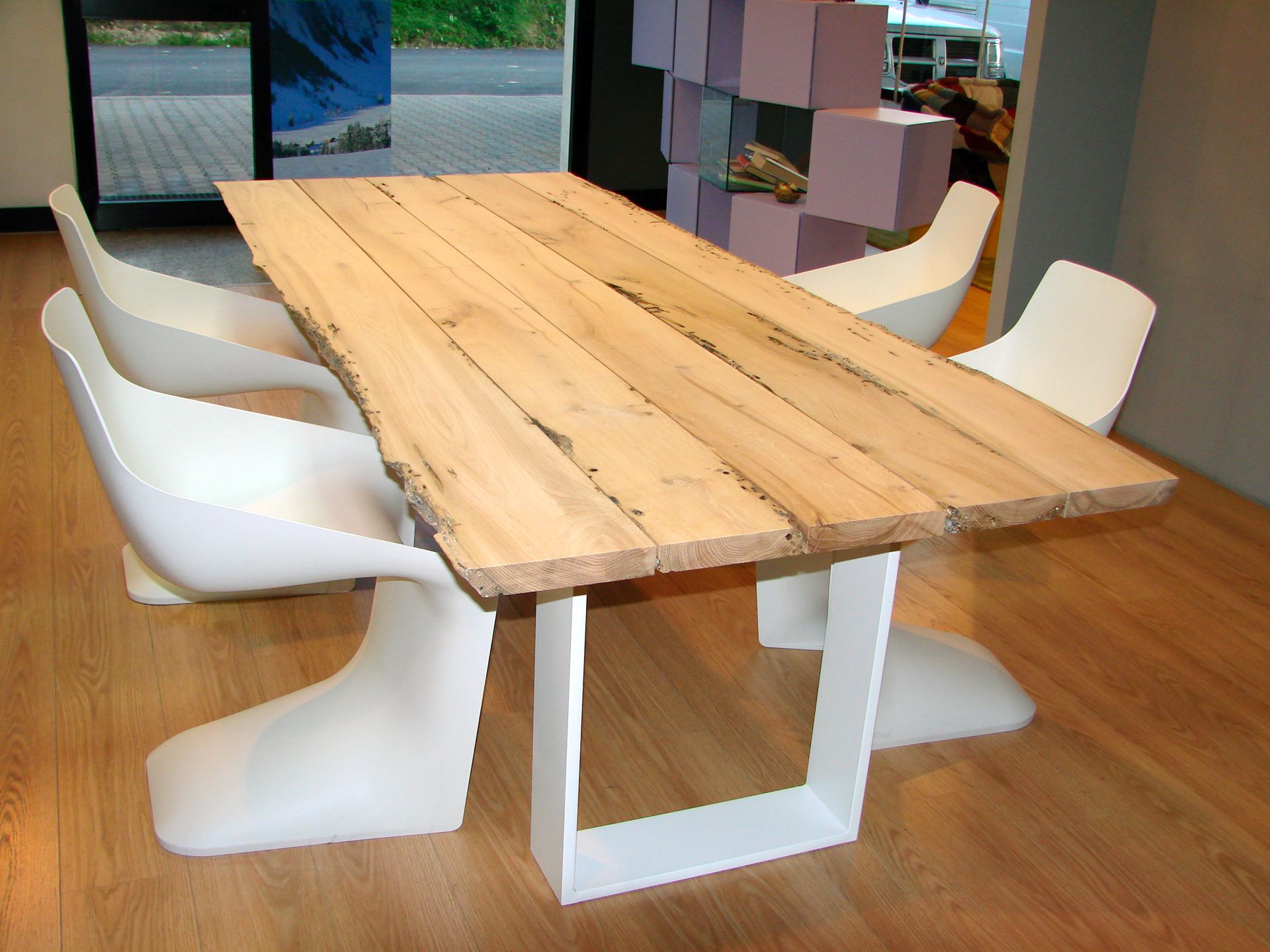 dimensione legno presenta il tavolo Riva 1920 Newton briccole